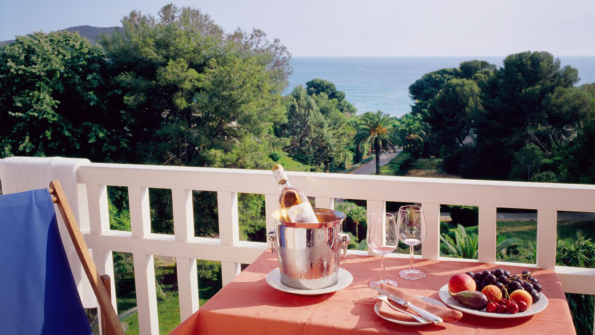Fêter le déconfinement : 129€ la nuit, surclassé en chambre vue mer avec petit déjeuner et champagne offert à l'arrivée !